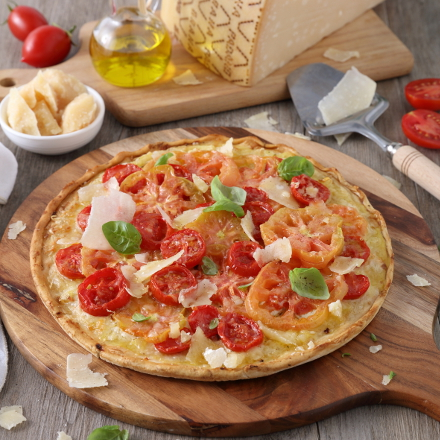 Pizza with a mix of fresh tomatoes, basil and GP